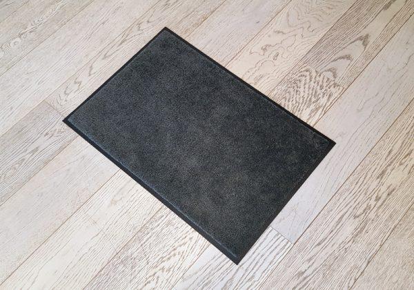 Mørk-grå-dørmatte-foto
