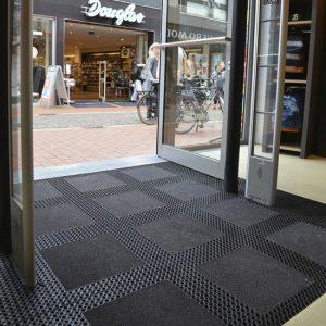 Fastmontert gulvmatte -foto